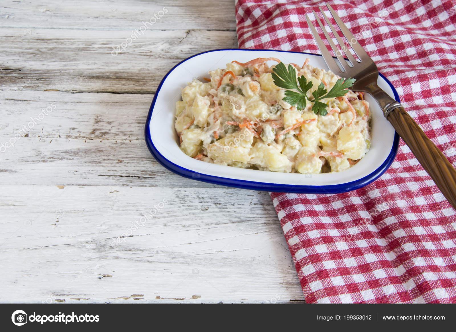 Russischer Salat Typisches Essen Spanien Stockfoto C Dulsita