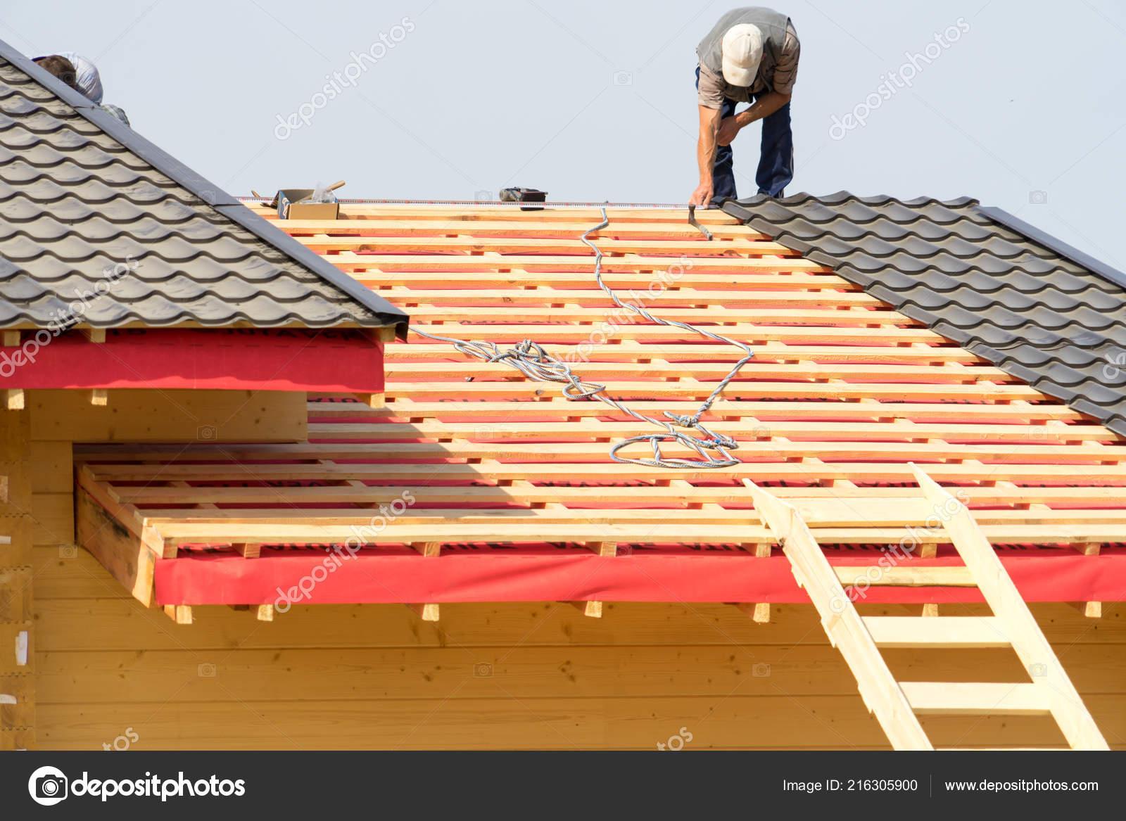 Gut gemocht Arbeiter Bauen Ein Dach Auf Dem Haus — Stockfoto © cs.zlo.bk.ru FF22