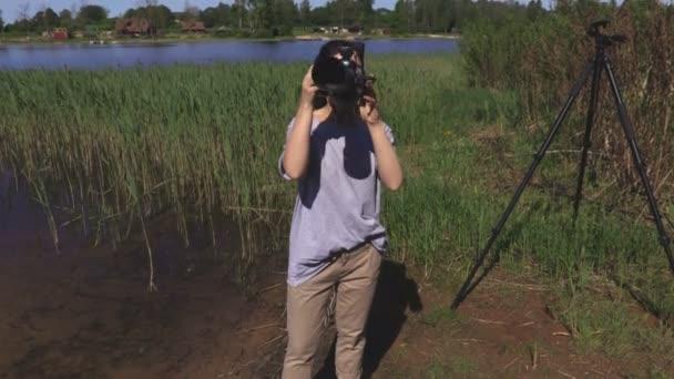 Žena se fotit na profesionální kamery
