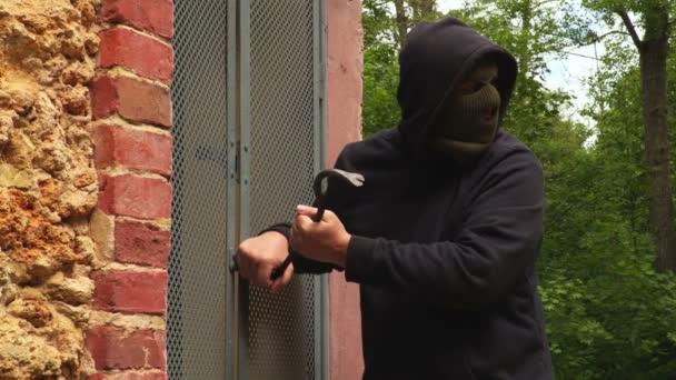 Thief try to open the door