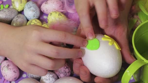 Húsvéti díszítés tojás közelről
