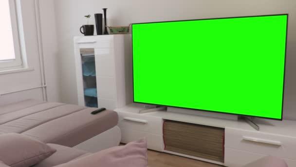 Pokoj s 4k TV s plochou obrazovkou se zelenou obrazovkou