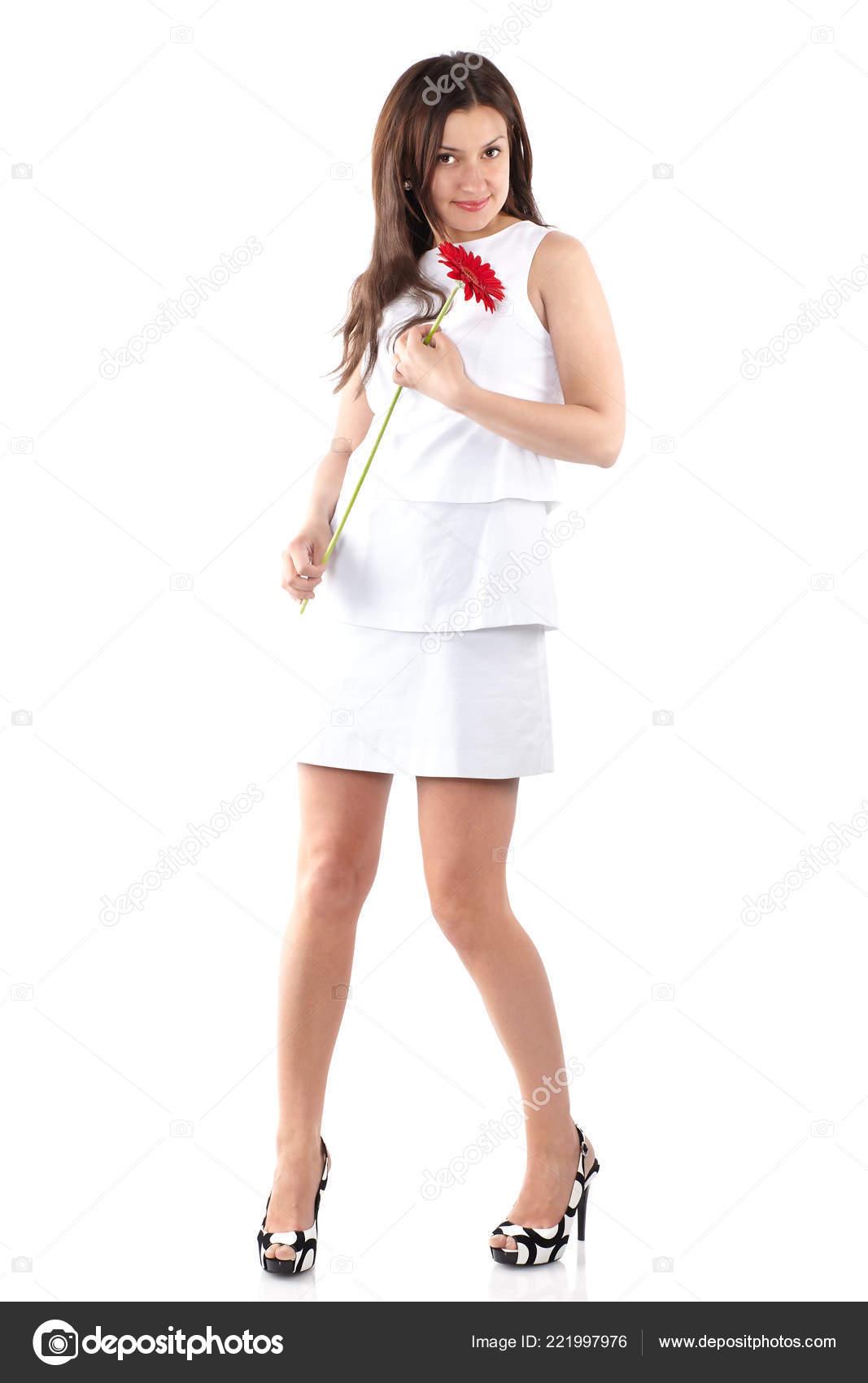 4030852970 Mujer Hermosa Joven Cuerpo Completo Vestido Blanco Con Gerbera Roja — Fotos  de Stock