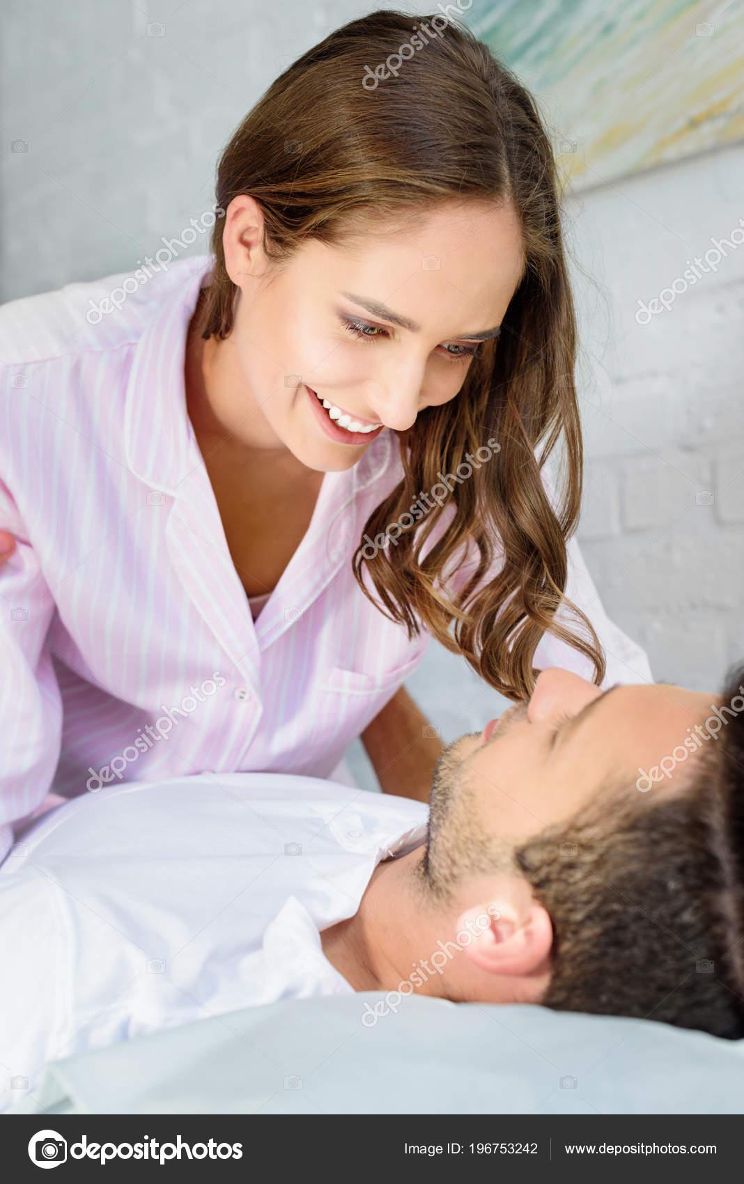Секси девочки ласкают друг друга