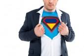 levágott lövés mutatja a szuperhős jelmezben elszigetelt fehér ruha alatt üzletember