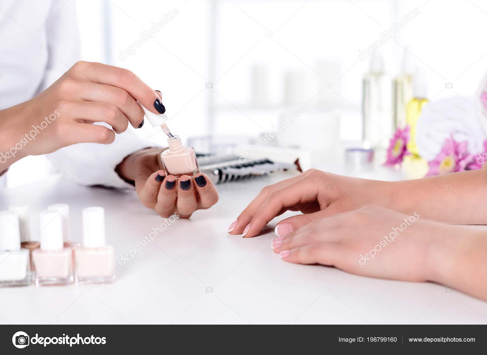 nagellack tisch