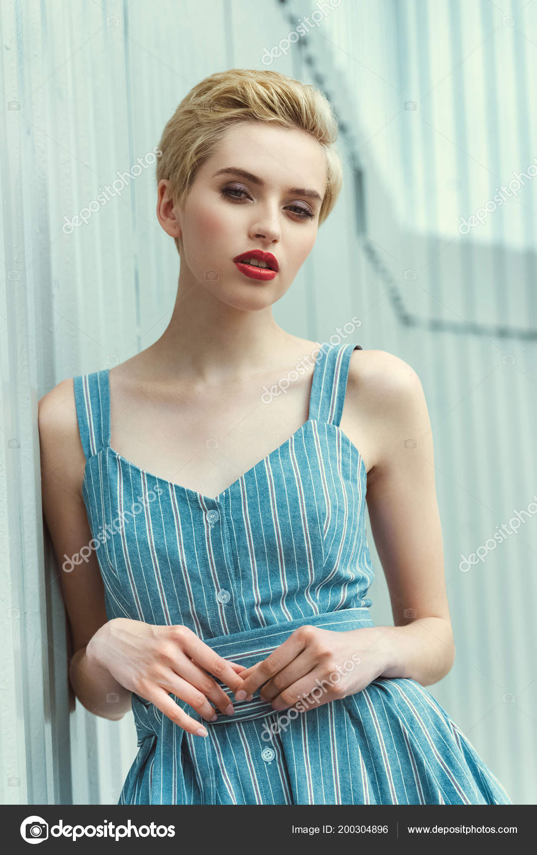 afe7270f36a2 Beautiful Girl Short Hair Posing Trendy Blue Dress — Stock Photo ...