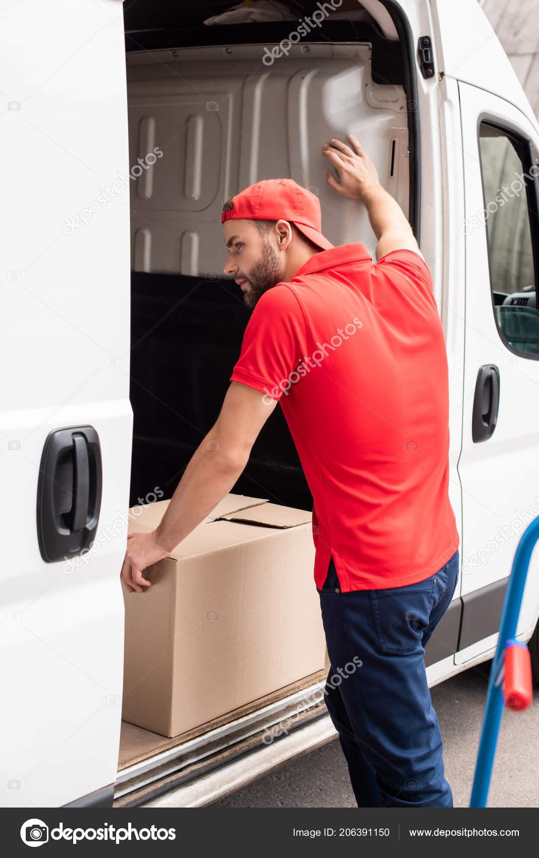Young Delivery Man Red Uniform Standing Van Cargo — Stock