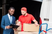 Fotografie portrait of multicultural businessman and delivery man discussing order