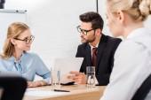 Fotografie team of business partners having conversation at modern office