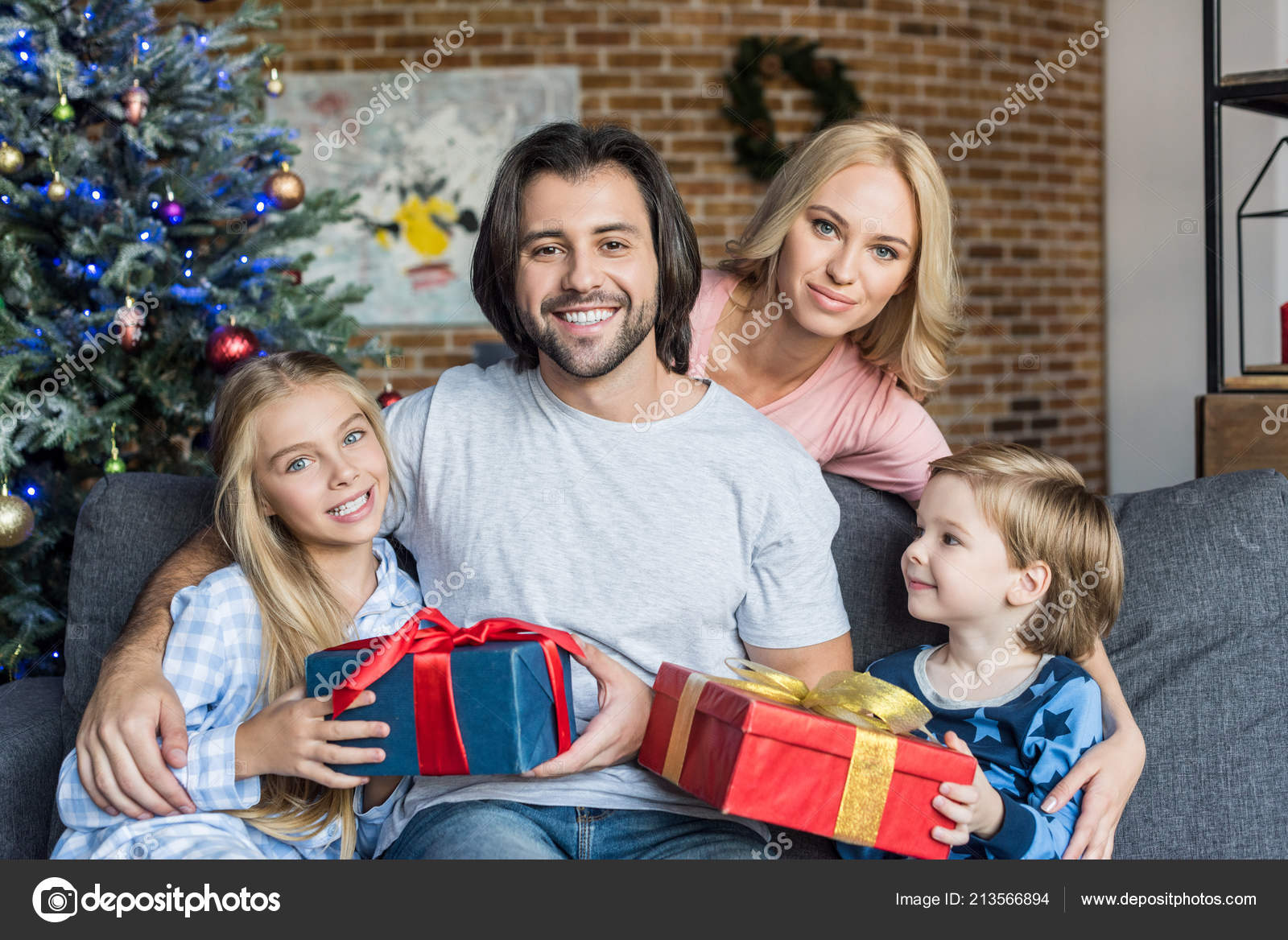 Happy Parents Cute Children Pajamas Holding Christmas Presents Smiling  Camera — Stock Photo 6fbcacf69