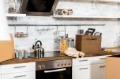 belső karton dobozok alatt áthelyezése új otthon modern konyha