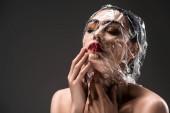 Fényképek érzéki nő arca csepp elszigetelt fekete átlátszó celofánba csomagolva