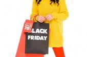 Fotografie verkürzten Blick auf Mädchen mit Einkaufstüten am schwarzen Freitag verkaufen, isoliert auf weiss