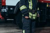 částečný pohled hasič v ochranné protipožární jednotné postavení na hasiče