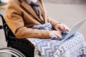 Behinderter im Rollstuhl mit Laptop auf Straße erschossen