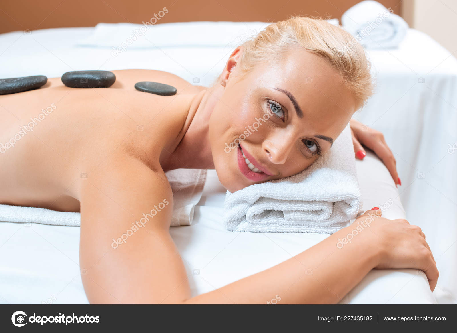 Фото жена на массажном столе — photo 14