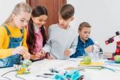 zaměřené děti spolupracují na projektu stonku v prezenční studium