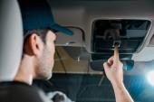 vissza view auto szerelő ellenőrzési személygépkocsi részletek