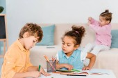 Fotografie adorable multiethnic children drawing with pencils