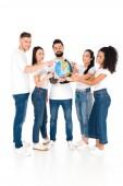 Fotografie multikulturní skupiny mladých lidí s prsty v globe izolované na bílém