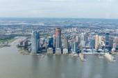 Letecký pohled na new york budov a Atlantský oceán, usa