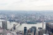 Letecký pohled na manhattan a brooklyn most v new Yorku, usa