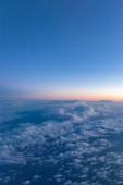 Fotografie pohled na modré oblohy jasno a slunce jako pozadí