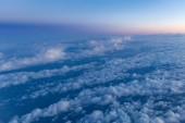 Fotografie pohled na modrou oblohou jako pozadí