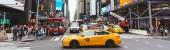 New York, Amerikai Egyesült Államok - 2018. október 8.: panoráma Sárga taxik és emberek, new york City, Amerikai Egyesült Államok
