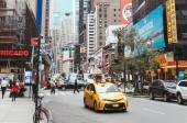 Times Square, New York, Usa – 8. října 2018: městské scény s přeplněných times square v new Yorku, usa