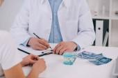 fogszabályozó írás diagnózis nő klinikán folytatott konzultáció során levágott nézet