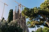 Barcelona, Španělsko – 28. prosince 2018: Selektivní fokus Temple Expiatori de la Sagrada Familia, jeden z nejslavnějších budov Barcelona, postavený Antoni Gaudi