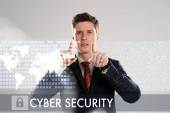 magabiztos üzletember ruha mutató ujjával a cyber security illusztráció elöl