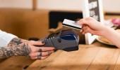 vágott megtekintése vevő gazdaság hitelkártya közelében fizetési terminál kávézó