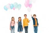 négy mosolygó gyerekek gazdaság színes buborékok elszigetelt fehér