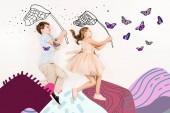 felülnézet a vidám gyerekek pillangó hálók közelében pillangók és hegyek fehér