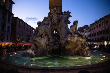 ROME, ITALY - JUNE 28, 2019: crowd of people near fountain with sculptures in evening stock vector