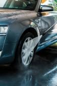 a víznyomás szelektív fókusza az autkeréken