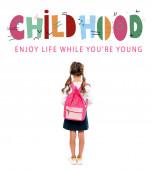 vissza véve a iskolás álló rózsaszín hátizsák közelében gyermekkori betűkkel a fehér