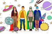 glückliche Kinder in Superheldenkostümen und Masken, die in die Kamera schauen, in der Nähe von Planeten und Sternen auf Weiß