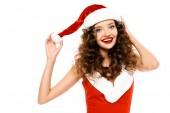 šťastná dívka pózuje v kostýmu Santa a klobouku, izolované na bílém