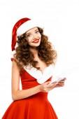 krásná šťastná dívka v kostýmu Santa pomocí digitálního tabletu, izolované na bílém