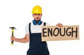 Wütender Bauarbeiter hält Schild mit Schriftzug und Hammer auf weißem Grund