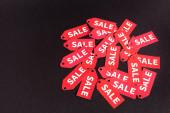piros címkék eladó betűkkel fekete háttér másolási hely