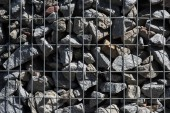 celý rám obrazu kovová klec zahrnuty kameny pozadí