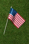 Fotografie top view of american flagpole on green grass, americas independence day concept