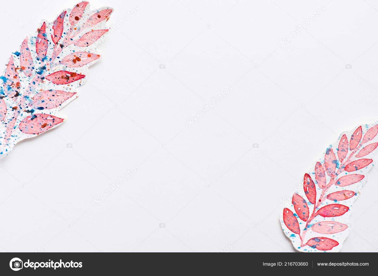Vista Superiore Quadri Foglie Realizzati Pink Con Spruzzi Colori Blu