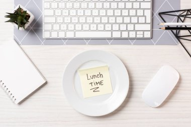 Top view of note with inscription lunch time on plate, computer mouse and keyboard at workplace stock vector