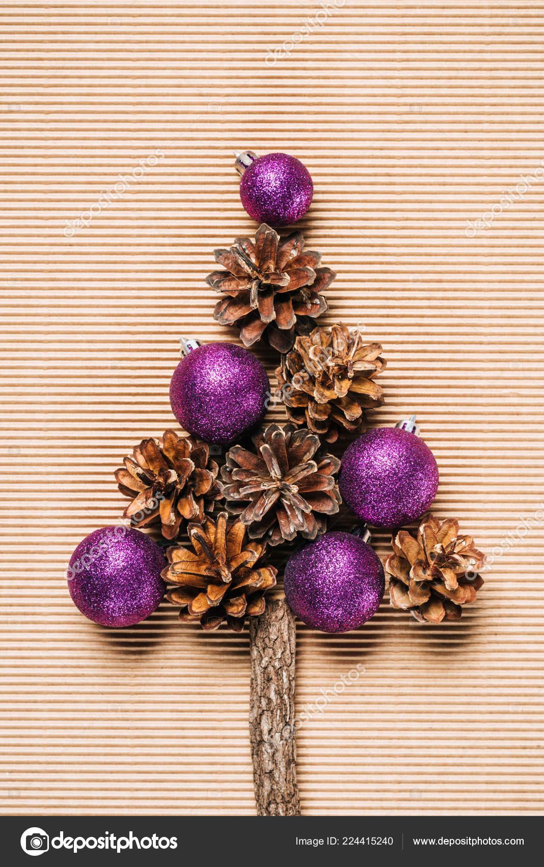 Plat Leggen Van Paarse Kerstballen Dennenappels Vorm Van Een